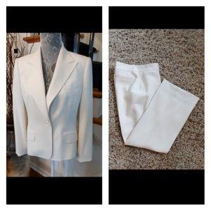 Anne Klein Blazer and Slacks Suit in Vanilla